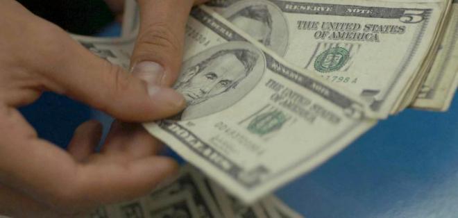 ECUADOR.- Según el representante de empleados públicos, a un grupo le deben el sueldo de noviembre. Foto: Archivo