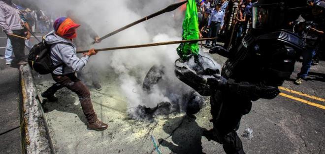 Grupos opositores anuncian que continuarán con acciones bajo amparo constitucional. Foto: AFP
