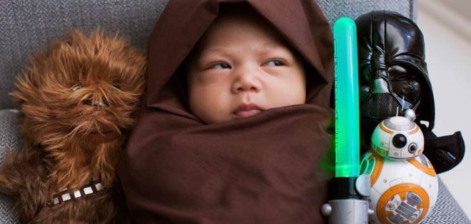 """La pequeña Max derrite corazones en redes con su foto para """"El despertar de la fuerza"""". Foto: Facebook / Mark Zuckerberg"""