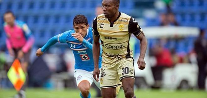 El jugador ecuatoriano, Walter Ayoví, seguiría una temporada más en el fútbol mexicano.