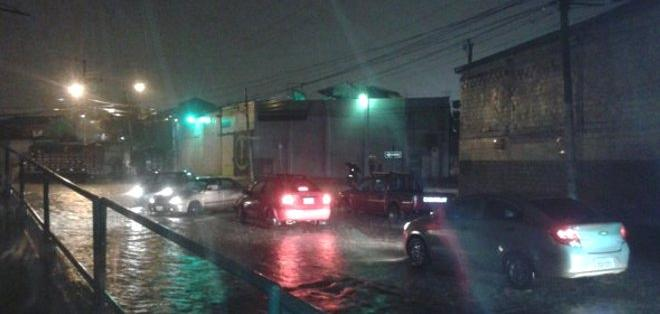 GUAYAQUIL, Ecuador.- Así lució la noche del 12 de enero el sector de Mapasingue por las lluvias. Foto: CUPS Fire Gye