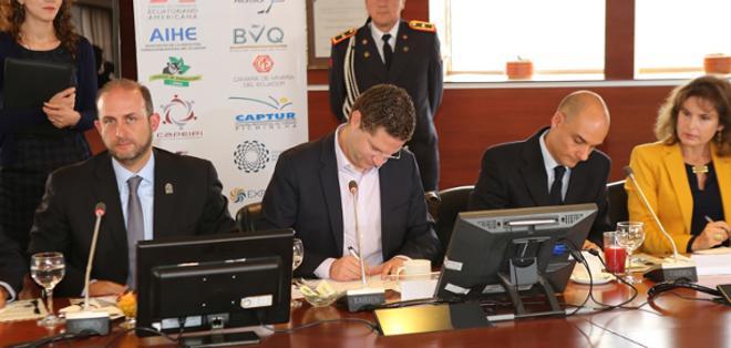 Los representantes del Consejo de Cámaras se reunirán una vez al mes con las autoridades del área productiva del Municipio de Quito. Foto: Municipio Quito.