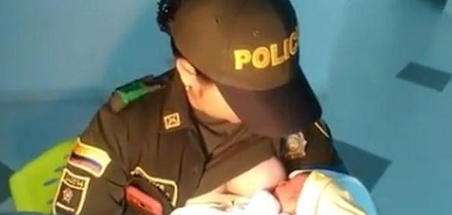 La policía colombiana Luisa Fernanda Urrea se ganó respeto en las redes sociales.