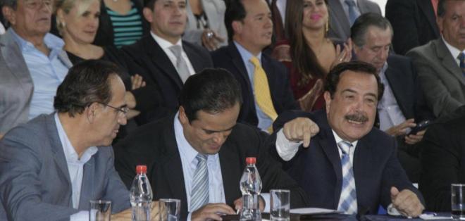 CUENCA, Ecuador.- Cinco líderes políticos encabezaron la cita de oposición, al final firmaron un acuerdo. Foto: API