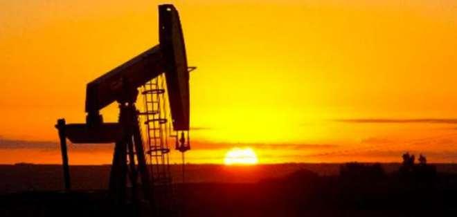 Petróleo gana un 4,16% y cierra en 29,53 dólares el barril