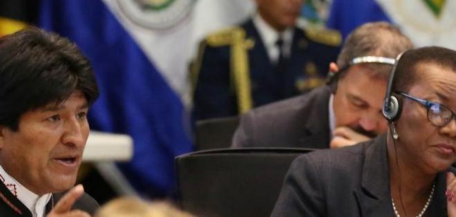"""QUITO, Ecuador.- En Cochabamba ando solito a veces, manejando con el chófer. ¿Cuánto de combustible hemos gastado en esa llegada?"""", dijo Morales. Foto: Flickr Presidencia."""