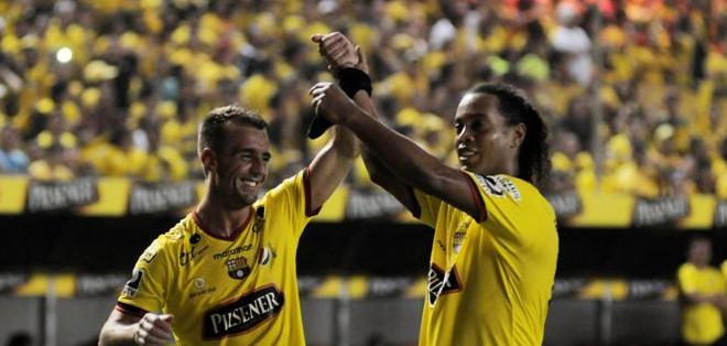 GUAYAQUIL, Ecuador.- Ronaldinho se juntó con Damián Díaz en la creación de Barcelona. Foto: API.