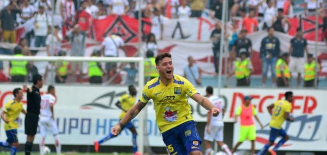 MANTA, Ecuador.- Barreiro anotó el primer tanto de Delfín en su retorno a la Serie A. Foto: API.