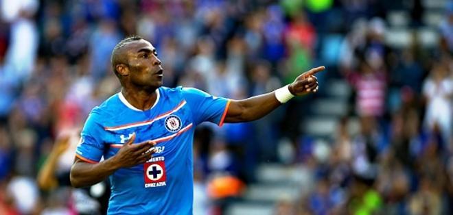 MÉXICO D.F.- Guerrón festeja el primer gol del Cruz Azul.