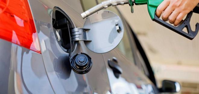 El precio de la gasolina súper sube de $2,32 a $2,98 por galón. Foto: Archivo