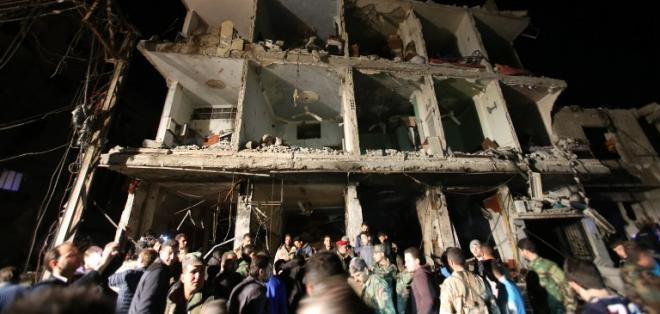 SIRIA.- Un doble atentado con coche bomba en Homs y un santuario chiita fueron los blancos. Foto: AFP