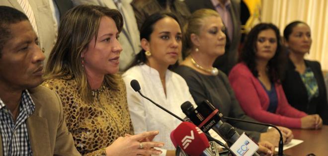 QUITO, Ecuador.- El bloque de PAIS explicó a los medios de comunicación los cambios en el informe que irá a segundo debate. Foto: API
