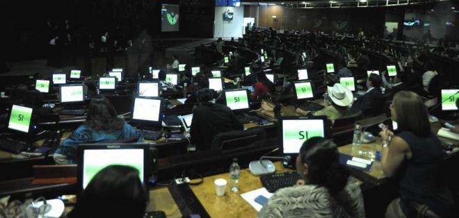 QUITO, Ecuador.- Con 85 votos a favor, el pleno de la Asamblea Nacional aprobó la Ley de optimización laboral. Foto: API