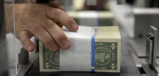 ECUADOR.- Los ecuatorianos que saquen más de 1.098 dólares al exterior tendrán que pagar impuestos. Foto referencial