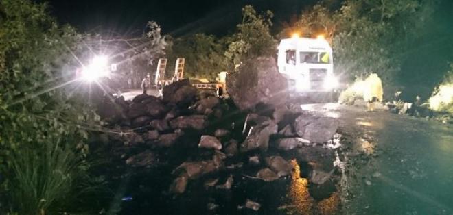Esta mañana el sistema ECU 911 informó que la vía fue habilitada completamente. Foto: @COEQuito