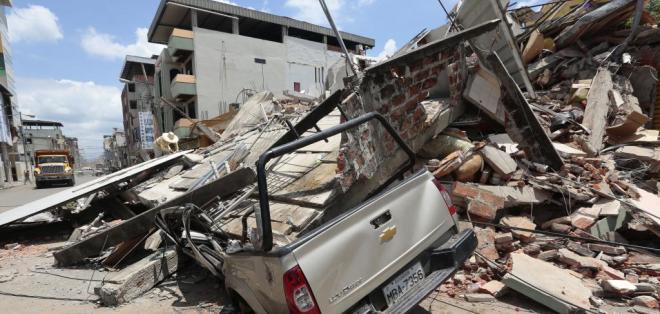 Decenas de viviendas colapsaron en Portoviejo, una de las zonas más afectadas del país. Foto: API