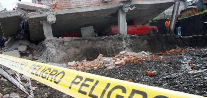 Ciudad Futuro, sur de Quito.- Vivienda afectada por el terremoto de 7.8 que sacudió la costa norte de Ecuador.  Foto: EFE