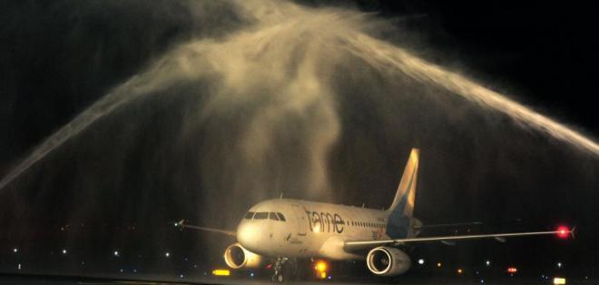 QUITO, Ecuador.- Cerca de las 20h35, el avión que trasladaba al equipo de Sangolquí hizo su arribo a la terminal aérea en Quito. Foto: API