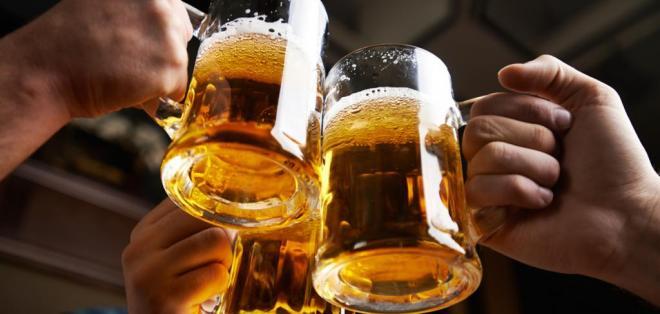 ESPAÑA.- En todo el mundo, se producen casi 2.000 millones de hectolitros de cerveza por año. Foto: Archivo