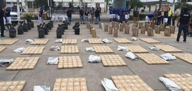 Imagen del 6 de agosto de 2016 que muestra parte de las dos toneladas de droga que incautó la Policía en El Oro. Foto: @PoliciaEcuador