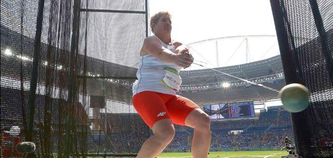 La polaca Anita Wlodarczyk estableció un nuevo récord mundial en lanzamiento de martillo.