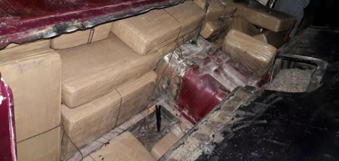 La Policía incautó casi media tonelada de cocaína y detuvo a dos personas. Foto: Ministerio del Interior