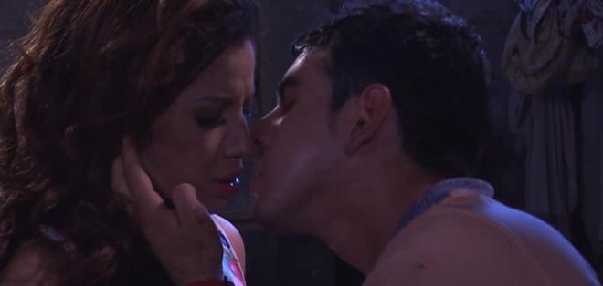 Joe Black  le pone su voz, al romance de Susanita y Luis Fernando, los personajes centrales de la Trinity. Foto: Captura.