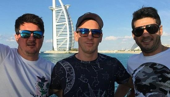 Matías Messi (d) deberá dar clases de fútbol para evitar juicio por tenencia ilegal de armas.