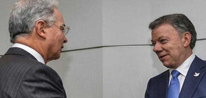 Presidente se reunió este miércoles con Álvaro Uribe, opositor a diálogos con las FARC. Foto: AFP