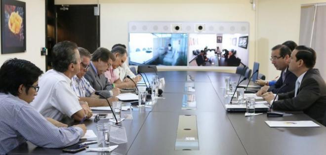 La mañana de este lunes el ministro Cassinelli les dio a conocer estas novedades a representates del sector exportador. Foto: @ComercioExtEc