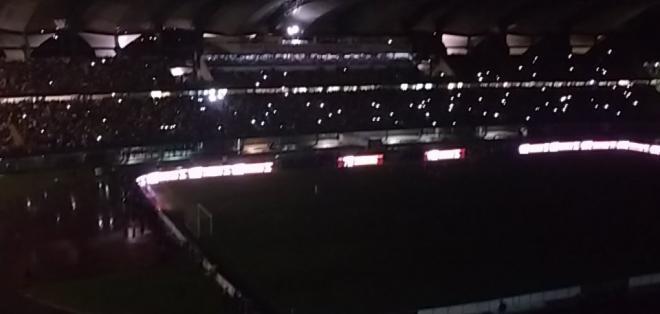 El estadio Metropolitano de Mérida se quedó a oscuras por más de 20 minutos.