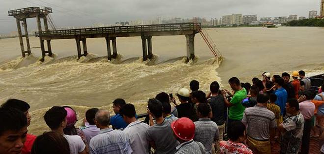 PEKÍN, China.- Las autoridades pidieron a residentes y turistas que no practiquen senderismo ni acudan a playas. Foto: Excelsior.