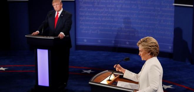 """LAS VEGAS, EE.UU.- """"Yo me siento horrorizada que alguien que es candidato por uno de los dos mayores partidos del país adopte una posición como ésta"""", expresó Clinton en el en último debate presidencial. Foto: EFE."""