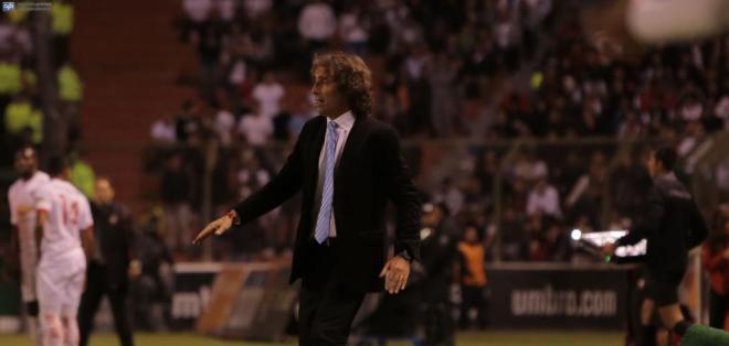 El entrenador de Barcelona se mostró muy molesto tras el partido. Foto: API