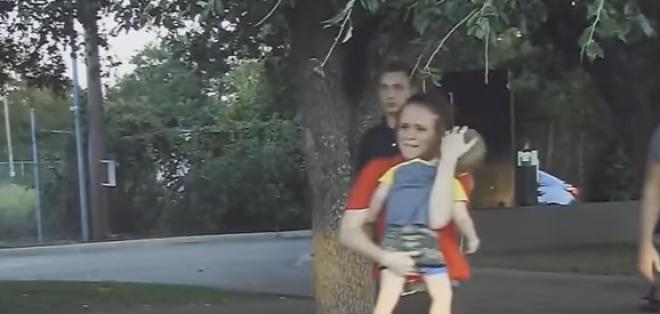 El agente Chase Miller aplicó una técnica de reanimación para salvarlo.