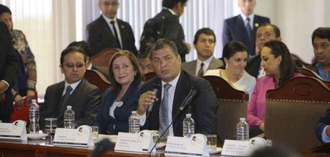 ECUADOR.- El presidente Correa plantea que quien tenga recursos en paraísos fiscales no pueda participar en comicios. Foto: API