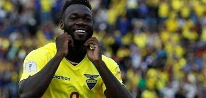 Felipe Caicedo ya se encuentra en Uruguay para sumarse a los trabajos de la selección.