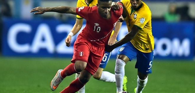 El combinado peruano recibe a Brasil en el estadio Nacional de Lima.
