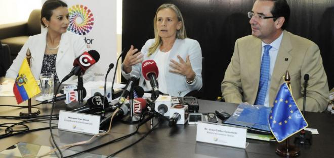 ECUADOR.- Marianne Van Steen (c) dijo que están evaluando la solicitud del gobierno ecuatoriano. Foto: API