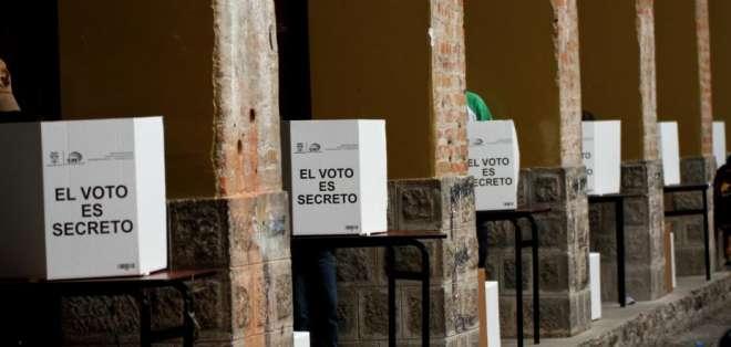 Foro cívico cree que consulta será usada para que presidente Correa participe en campaña. Foto: Archivo / Andes
