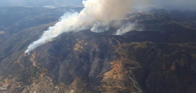 Fuerzas Armadas se sumaron a labores para controlar fuego en zonas rurales. Foto: @Bomberos_Cuenca