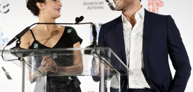 LOS ÁNGELES, EE.UU.- La actriz Jenny Slate y el actor Edgar Ramírez anunciaron las nominaciones a los Premios Spirit del Cine Independiente. Foto: AP.