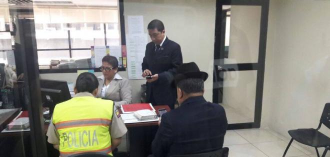 Los uniformados acudieron como parte de las diligencias del caso que sigue el fiscal David Nelson. Foto: Ecuavisa