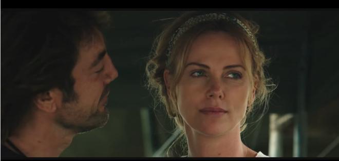 En la trama se narra la historia de dos activistas, Wren (Theron) directora de una ONG y Miguel (Bardem). Foto: Captura Youtube.