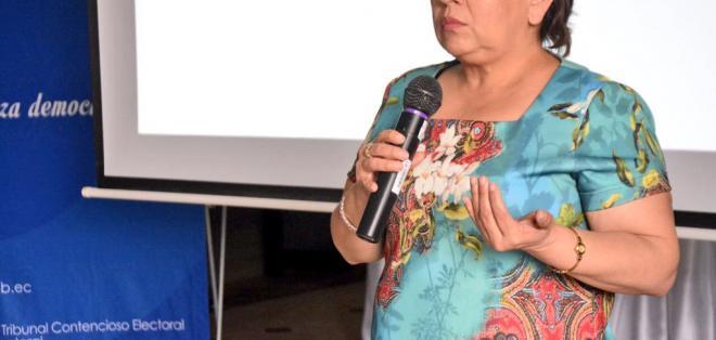 Fue cuestionada por enviar un tuit con el que agradecía respaldo a candidatos de PAIS. Foto: Archivo / @LetiCueva