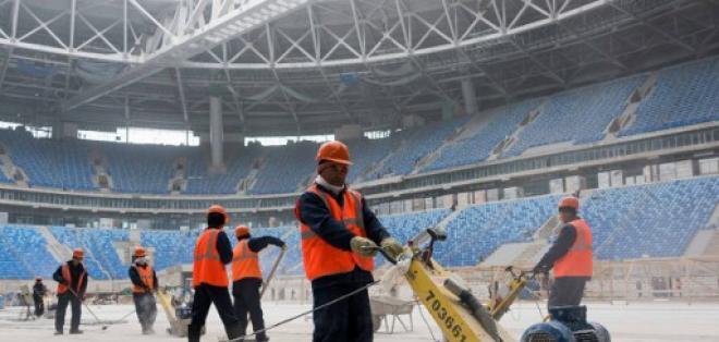 Los trabajos en los estadios de Rusia siguen atrasados. Foto: AFP