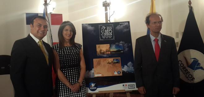 QUITO, Ecuador.- La presentación oficial de las estampillas se realizó en presencia del embajador de Francia en Ecuador. Foto: Twitter Correos del Ecuador.