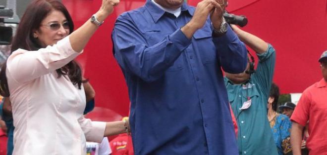El presidente de Venezuela, Nicolás Maduro, y su esposa Cilia Flores, durante un acto en Caracas. Foto: @CiudadCCS