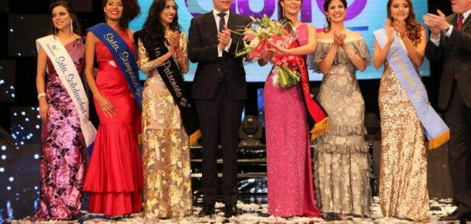 La reina fue elegida la noche de este jueves en el Teatro Nacional Sucre. Foto: Municipio de Quito