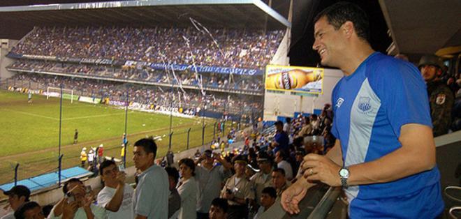 El presidente de la República, Rafael Correa, celebró la victoria de Emelec sobre Barcelona.